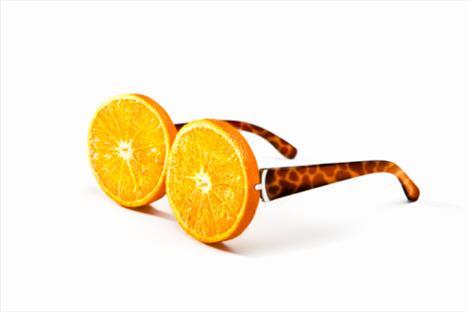 Portakal: C vitamini, B vitamini, potasyum, kalsiyum ve magnezyum bakımından da zengin olan portakalın yararları saymakla bitmiyor. Bağışıklık sistemine verdiği faydaların yanı sıra, cildin kuruyup, kırışmasını önlüyor. Kanı temizleyen portakal, karaciğerin çalışmasına da yardımcı oluyor.  Greyfurt: C vitamini bakımından zengin olan bu meyve, acı-ekşi tadı nedeniyle diğer narenciyeler kadar sevilmese de, faydaları azımsanmamalı. Sindirim sistemini çalıştıran greyfurt, diş eti kanamalarını azaltıyor, tansiyonu dengeliyor. Greyfurt ayrıca kılcal damarlardaki kan dolaşımını da hızlandırıyor.