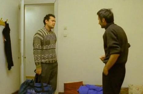 Ama Toprak bu ödülü kazandığını bile öğrenemedi.   2004 yılının 2 Aralık günü yine Uzak'ın yarıştığı Ankara Film Festivali'nden dönerken, kendi aracıyla Çanakkale'nin Çan ilçesi yakınlarında geçirdiği trafik kazasında yaşamını yitirdi. Toprak öldüğünde 28 yaşındaydı.
