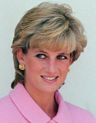 DIANA SPENCER  Diana Spencer henüz gencecik bir kızken, İngiltere Veliaht Prensi Charles ile evlendi. Ama bu evlilik uzun sürmedi.   Ünlü işadamı Muhammed El Fayed'in oğlu Dodi ile yaşadığı ilişki de onun sonunu getirdi.   Paris'te paparazzilerden kaçmaya çalışırken içinde bulunduğu araç kaza yaptı.