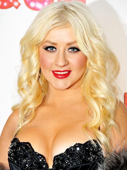 Burlesque star Christina Aguilera spot ışıklarının kendisine çevrilmesinden hiç endişe duymuyor. Bunun için bu büyük gecede iddialı seçimler yapabilir.