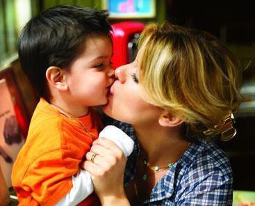 Atlas bebek, burnundan yukarı babasını kopyalarken, yüzünün gerisini annesinden almış.