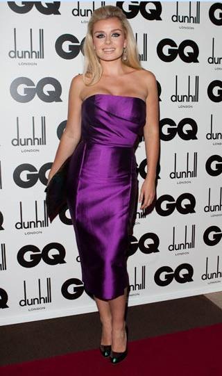 Victoria'nın daha uzun ve ince görünmesini sağlayan bu elbise Katherine Jenkins'i daha kısa ve kilolu göstermiş.