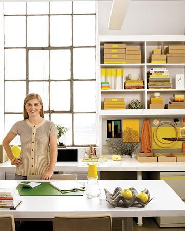 Evdeki çalışma alanınızı sarı ve kahverengi renkler kullanarak, ofise çevirebilirsiniz.