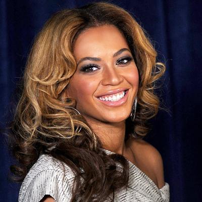 """Sık sık gülümseyin  """"Bir kadın güldüğü zaman güzeldir. Sık sık gülümseyin. Buna ek olarak cilt nemlendiricilerini ihmal etmemenizi öneririm.""""   Beyonce"""