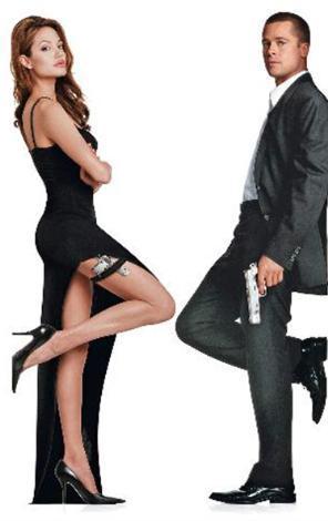 Fotoğrafın orijinali Bay ve Bayan Smith filminin afişi için çekilmişti..   Başrollerde Angelina Jolie ve Brad pitt vardı.