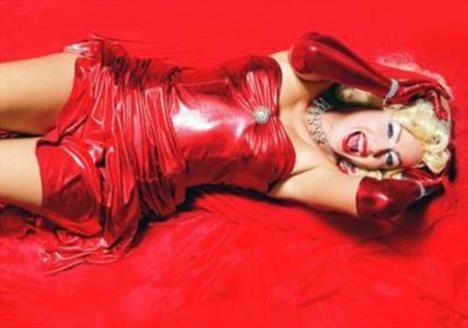 İşte Marilyn Monroe'ya benzemeye çalışan bir başka ünlü, Yeliz Yelişmen.