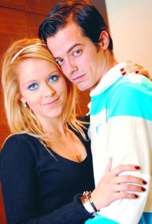 Kırşan, yarışmaki partneri Julia Novikov da buz pistinde birlikte geçirdikleri zaman içinde yakınlaştılar. İkili arasında aşk başladı.