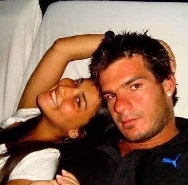 İkilinin aşkı paylaşım sitesi Facebook'a koydukları fotoğraflarla ortaya çıktı.