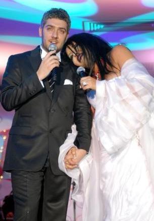 Şarkı yarışmalarında yaşanan 'bomba' gibi aşklardan birinin kahramanları da jüri üyesi Bülent Ersoy ile yarışmacı Armağan Uzun'du.