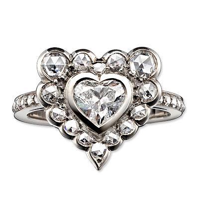 Solange Azagury Patridge tasarımı yüzük  Nişan yüzüğü olarak tasarlanmış bu muhteşem yüzüğün fiyatı 19.800 dolar.