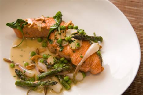 -Somon tüketin… Somon balığının içerisinde yer alan omega-3 yağ asitleri, daha mutlu hissetmenize yardımcı olacaktır.