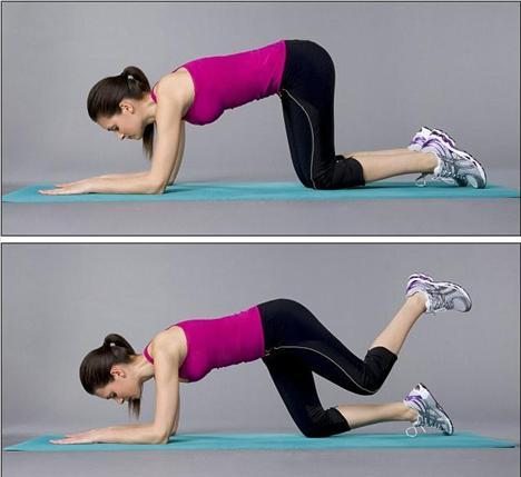 2. Adım - Egzersiz   Kollarınızın ve dizlerinizin üzerinde duracağınız şekilde yere çökün. Sırtınızı dik tutarak sol kalçanızı resimdeki gibi kaldırıp 5 saniye öyle bekleyin. Ayağınızı indirin ve hareketi 5 kez tekrarlayın. Aynı hareketleri sağ bacağınızla aynı sayıda tekrar edin.