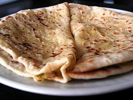 Velibah (Patatesli sac böreği)  Malzemeler  1 kg buğday unu 1 kibrit kutusu kadar yaş maya Aldığı kadar su Yeteri kadar tuz  İç malzemeleri için  1,5 kg patates Üzerine sürmek için istendiği kadar tereyağı  Hazırlanışı  Un , maya tuz ve su ile kulak memesi kıvamında bir hamur yoğurulur. Kabarıncaya kadar bekletilir. Patates haşlanır, pütürsüz hale gelene kadar ezilir. Tuz ve terayağı ile karıştırılır. Hamurdan yumruk büyüklüğünde bezeler yapılır. Patates, hamurların içine yerleştirilir ve elle açılır. Sac üzerinde pişirildikten sonra tereyağı sürülerek servis yapılır. (sade pekmez veya balla da yenilebilir.)