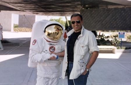 Usta gazeteci Sadettin Teksoy, bir bölümde NASA'yı ziyaret ediyordu bir başka bölümde dünyanın el değmemiş topraklarını...