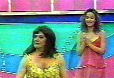 Bir programda Ümit, kadın kılığında kamera karşısına çıkarak izleyenleri şaşırttı.