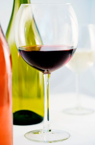 Kırmızı Şarap  Şarap seven kadınlar genelde sağlıklarına düşkündürler ve tutucu ve ölçülüdürler. Onlarda anne şefkati vardır, bu yüzden hassas ve sıcakkanlıdırlar. Şarabın boğazlarında bıraktığı o sıcaklığa bayılırlar.