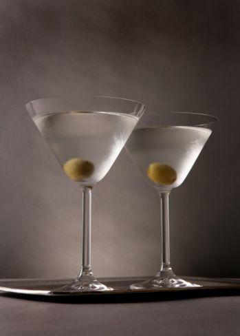 Martini  Martini içen kadınlar güçlü kadınlardır; aynı zamanda da iyi içicilerdir. Martini kadınları genelde streslidirler, her an depresyona girebilirler. Ama o durumlarından kurtulmak için de uğraşırlar.