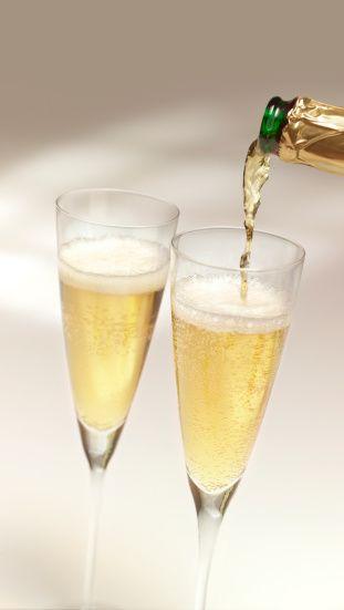 Şampanya  Şampanya içen kadınlar elit takılırlar, insanların kendileri hakkında entelektüel olduklarını düşünsün isterler ve Fransız kadını olma arzuları vardır; içlerinde de dönüp duran birkaç fantazi...