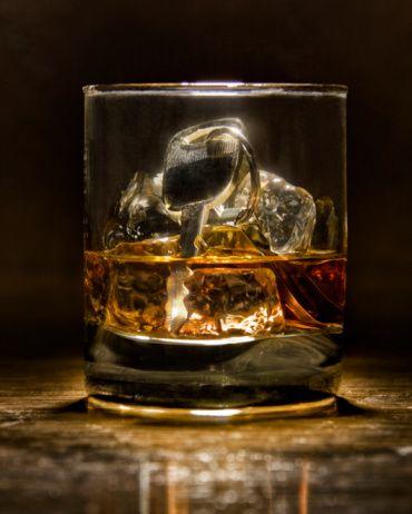 """Scotch ( İskoç viskisi)  Bu içki """"zeka"""" anlamına gelir. Scotch içen kadınların ayakları yere basar; kim olduklarını bilirler ve başkalarının ne düşündüğü onlar için önemli değildir."""