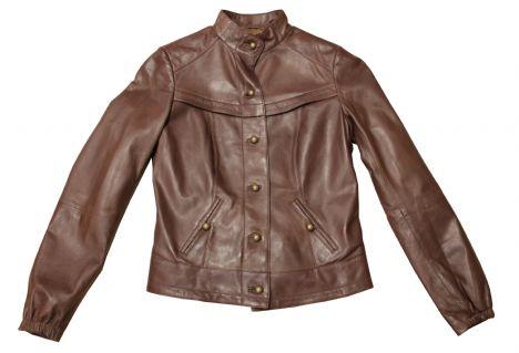 Kahverengi deri ceketlerde bu sezon oldukça trend.