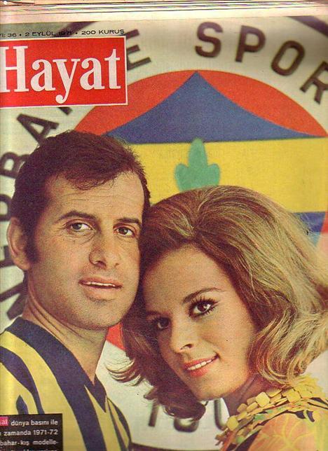 Hülya Koçyiğit - Selim Soydan  Yeşilçam'ın dört yapraklı yoncasından Hülya Koçyiğit ile eşi Selim Soydan 5 Temmuz 1968'den bu yana evliler. Yani tam 40 yıldır... Çift birbirlerini ilk kez Büyükada'da görüp âşık olmuş. Selim Soydan, takım kampı için gittiği Büyükada'da o dönem Yeşilçam'ın en genç, en güzel kadınlarından biri olan Koçyiğit'le karşılaşınca kalbi hızla çarpmaya başlamış. Bir daha da yavaşlamamış! Sıkı bir takip sonucu, ne yapıp edip aklından evliliğin 'e'si bile geçmeyen Koçyiğit'i nikah masasına oturmaya razı etmiş. 'Annen annem, kardeşlerin kardeşlerim olsun. Gel Hülya yuvamızı kuralım' demiş. Çift; 5 Temmuz 1968'de nikah masasına oturmuş. Nikah o kadar kalabalıkmış ki, onlar bile nikah memurunun karşısına tam bir saat geç çıkmışlar. Sıcak, yapış yapış bir günde, o kalabalığın arasında bile, gözleri elleri birbirini kaybetmemiş. Ve o gün bir kez de tanıklarının önünde söz vermişler ömür boyu beraber olmaya.