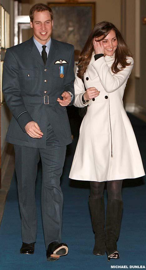 Prince William ve Kate Middleton  Kate Middleton ve Prens William Üniversite'de tanıştılar. (University of St Andrews) Arkadaşlıkları aşka dönüşen ikili büyük ses getiren muhteşem bir düğünle evlendiler.