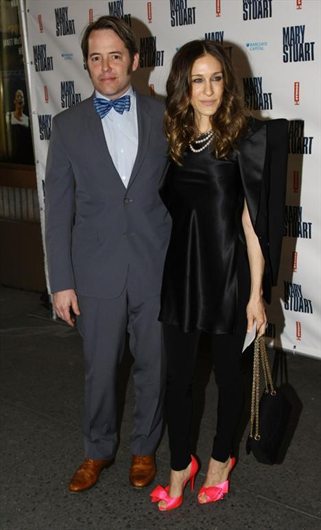 Sarah Jessica Parker ve Matthew Broderick  Robert Downey Jr. ve John Kennedy Jr. ile olan ilişkilerinden sonra Matthew'u bir tiyatro oyunu sırasında tanıdı. Ve işte çocuğumun babası bu adam olmalı diye düşündü Sarah. Sonrası malum evlendiler, haklarında aldatılma haberleri çıktı ama yıkılmadılar. 3 çocukları ile dedikodulara karşı dimdik ayaktalar.