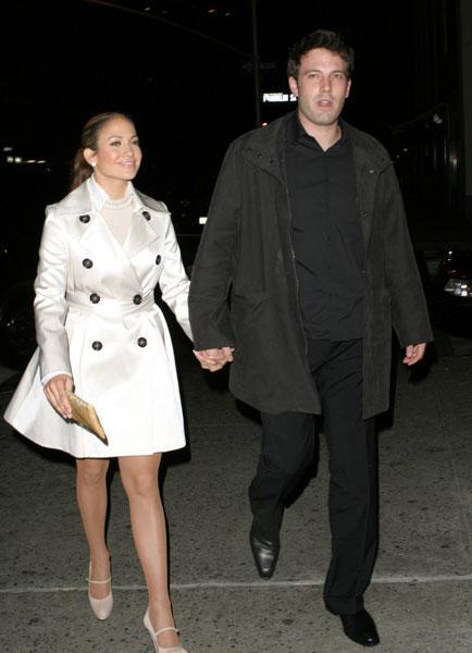 Jennifer Lopez ve Ben Affleck  Bu ilişki de tarihe karışanlardan. Tıpkı bu ilişki gibi fiyasko olan bir filmin çekimlerinde tanıştılar: Jennifer Lopez henüz Cris Judd ile evliyken tanıştığı Ben ile kocasından boşandıktan sonra birlikte olmaya başladı. Medya bu haberle sallandı ama kısa sürede ayrılık haberi ile gündem yeni aşklara kaldı.