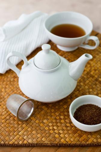 Bu nedenle yemeklerden sonra çay gibi sıcak bir şeylerin içilmesi mide ve bağırsakta yağların tam eritilmesine ve damar duvarlarına yapışmadan enerji molekülleri halinde dokulara taşınmasına sebep olur. Aynı şekilde yemek öncesi içilen çorbalarda yağların tam eritilmesi için yardımcı olur. İçilen çay ise açık ya da en fazla normal koyulukta olmalıdır.