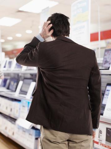 Elektronik alışverişinde kasada yüzde 10 indirim alın  Etiket fiyatının yüzde 15'i kadar indirimli bir ürünü gözünüze kestirdikten sonra nakit ödemek istediğini belirtin. Büyük bir olasılıkla yüzde 10 daha indirim alabilirsiniz.