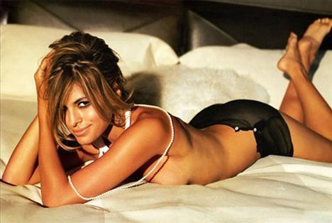 Eva Mendes   Gerçek bir bomba; çekici, güzel ve seksi. Birkaç kez Calvin Klein reklamında da boy gösterdi.