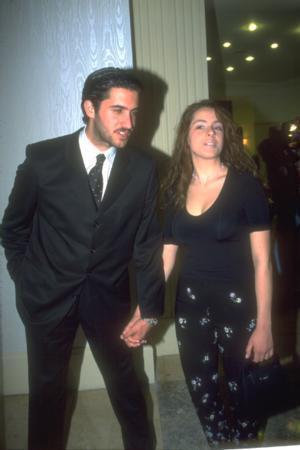DOĞA RUTKAY - MEHMET ALİ ALABORA  Tiyatrocu Aziz Rutkay'ın kızı Doğa Rutkay'ın kameralar önüne elele çıktığı ilk sevgilisi Mehmet Ali Alabora'ydı.