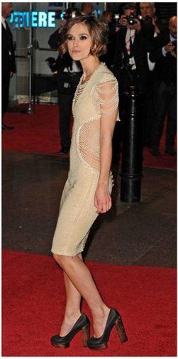 Keira Knightley en çok duruş bozukluğu sergileyen ünlülerden.