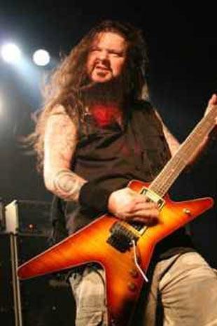 Dimebag Darrell  Amerikalı gitarist, 2004 yılında, sahnedeki bir performansı sırasında eski bir denizci olan Nathan Gale tarafından öldürüldü.   Birisi başından olmak üzere 5 defa vurulan Darrell'la birlikte aynı konserde 3 kişi daha Gale'in kurşunlarına hedef olarak öldü.