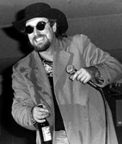 ÜÇÜNCÜ ŞARKIDA ÖLDÜ  80'li ve 90'lı yılların ünlü country şarkıcısı Dick Montana da sahnede kalp krizi geçirerek öldü.   Bu beklenmedik olay, Country lakabıyla tanınan Dick Montana'nın solisti olduğu The Beat Farmers'ın 8 Kasım 1995'te British Columbia'da verdiği konser sırasında meydana geldi.