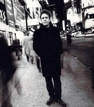 ŞARKI SÖYLERKEN KALP KRİZİ GEÇİRDİ  Indie rock grubu Morphine'in söz yazarış solisti ve bas gitaristi olarak tanınan Mark Sandman da konser sırasında yere yığılıp kaldı.