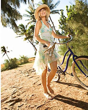 Basit bir yazlık elbisez Böyle basit elbiseleri giyen kadınlar erkeklere rahat, eğlenceli ve kendine güvenli oldukları mesajını veriyor.