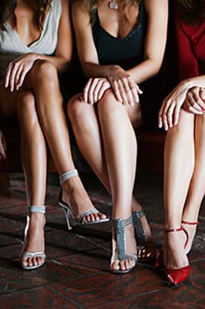 Dikkat çekici ayakkabılar Parlak, süslü ve seksi ayakkabılarınızın bir erkeğin sizi fark etmesinin asıl nedenlerinden biri olduğunu biliyor muydunuz?