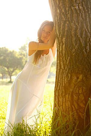 Beyaz elbise Özellikle tatil beldelerinde bronz bir ten ve beyaz bir elbiseyle hoşlandığınız erkeği kolaylıkla tavlayabilirsiniz.