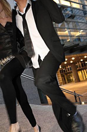 Taylar (ve tabii ki bunları taşıyabilecek düzgün bacaklar) Yazın mini kot şortlar nasıl çok seksiyse, kışın da daracık siyah pantolonlar ya da taytlar aynı şekilde çok seksi.