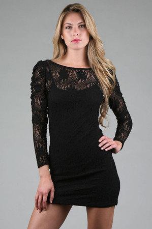 Küçük siyah elbise Her kadının dolabında mutlaka olması gereken bu parçalar erkeklerin de gönlünü fethetmiş durumda. Özellikle de siyah stilettolarla birleştiklerinde.