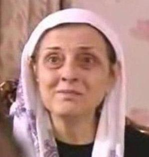BİR KÖTÜ KAYNANA DAHA  Yaprak Dökümü'nün tek kötü kadını Ferhunde değil, Fikret'in kaynanası Cevriye Hanım da kötülükte ondan hiç geri kalmıyor.
