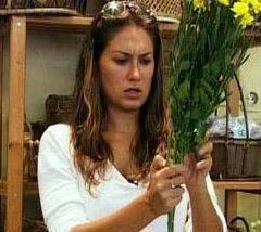 Gurbet Kadını ve Derman Bey başta olmak üzere pek çok dizide kötü kadın karakterleri canlandırdı.