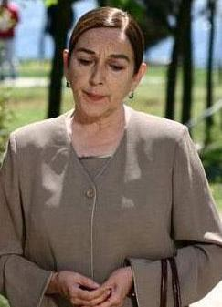 """Şimdi de Aşk ve Ceza dizisinde """"dediğim dedik"""" bir anneyi canlandırıyor."""