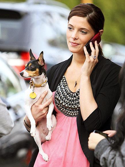 Ashley Greene İphone 3GS'ini hep yanında taşıyor