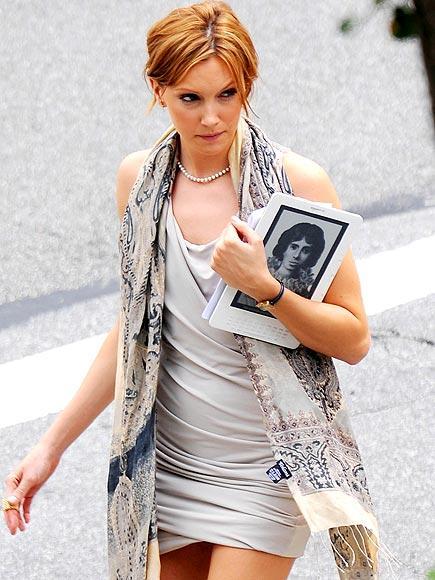 Katie Cassidy senaryolarını Amazon Kindle DX'dan okuyor.