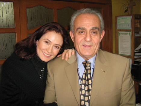 """""""Son Yüzleşme"""" isimli dizide ilk kez babasıyla aynı sahneyi paylaşan Ceyda Düvenci duygularını `Bu bir oyuncu için onur verici bir durum.   Babamla birlikte aynı dizide oynadığım için çok mutluyum` diyerek anlatmıştı."""