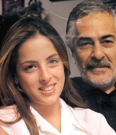 """İlk kez dokuz yaşındayken"""" Bir Halk Düşmanı"""" isimli oyunda sahneye çıkan ve babasının kızını oynayan Rutkay, ardından Kelşanlı Ali Destanı ile izleyici karşısına çıktı."""