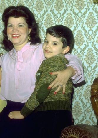 KENAN - YURDAER DOĞULU  Yurdaer Doğulu'nun Serpil Doğulu ile olan evliliğinden olan Kenan Doğulu, 1974 yılında doğdu.