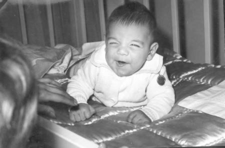 """KEREM - SADRİ ALIŞIK  Sinemamızın """"Turist Ömer'i Sadri Alışık'la """"Kamelyalı Kadın'ı Çolpan İlhan'ın oğulları Kerem Alışık 1960 yılında dünyaya geldi."""